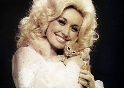 Dolly Parton – Famous Singer   USA