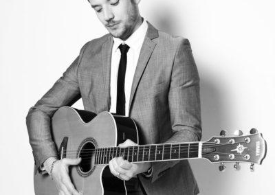 Jay – Acoustic Guitarist, Vocalist & DJ | London| UK