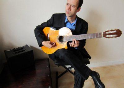 Jules – Acoustic Guitarist | London| UK