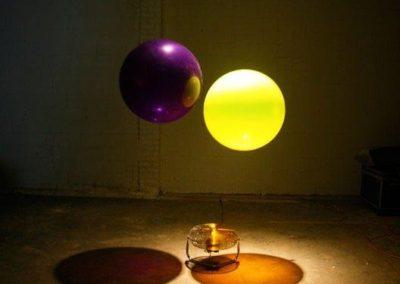 two_balloons_one_fan3