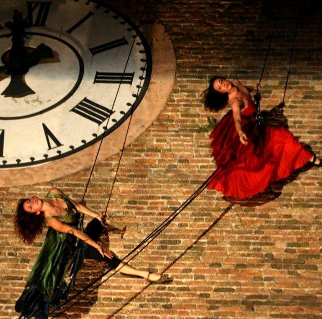 Vertical Dance – Aerial Performers | Venice | Italy