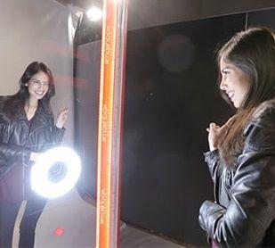 Mirror Selfie – Interactive Photobooth | UK