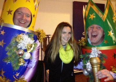 The Christmas Crackers – Walkabout Act   UK