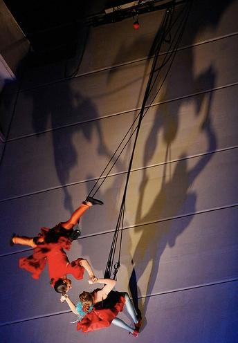 abseiling_and_aerial_performers1