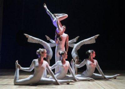 acro_troupe3