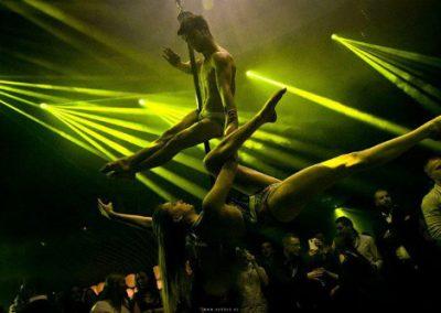 Acrobatic Act, Belgium: Swing Pole