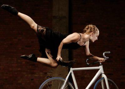 Alice – Aerial Bike & Slack Line Performer | UK