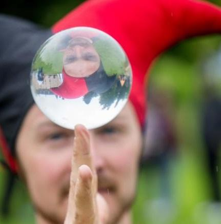 booking agent for edinburgh performers contact juggler