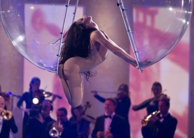 emilia_glass_ball_aerial_act6