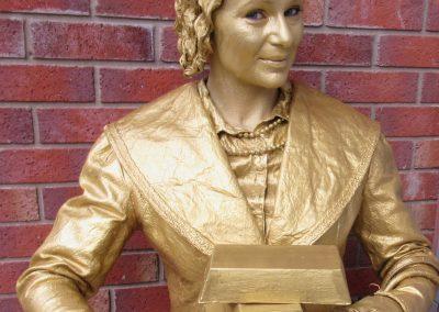 Golden Luck - living statue (2)