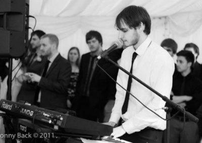 Jon – Pianist & Vocalist   UK