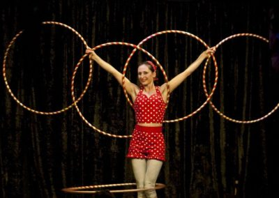 Madam Mango – Silks, Trapeze & Hula Hooper | UK