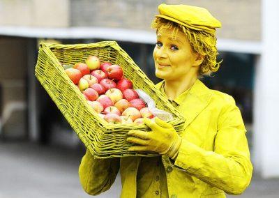 Yellow_Fruit_Seller2