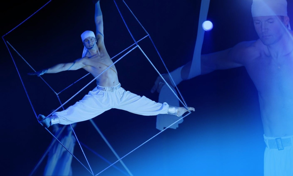 Aerial Cube Act Aerial Floor Show