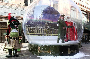 hire chirstmas snow globes