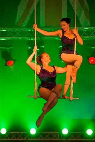 lisa-jessie-double-trapeze-act4
