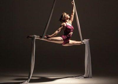 Nicole – Aerial Rope, Silk & Trapeze | UK