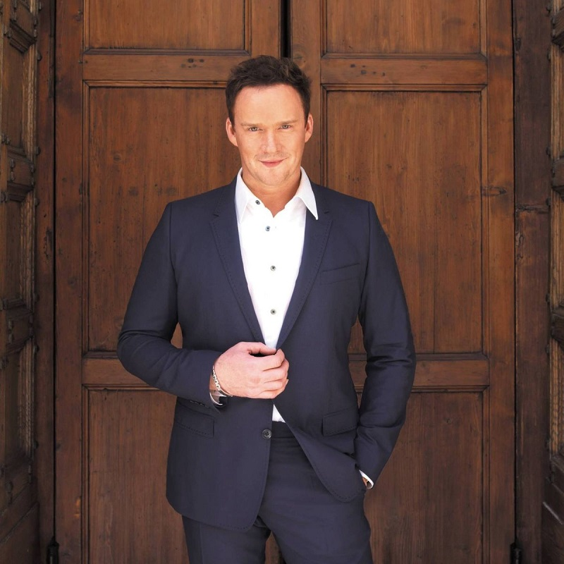 Booking agent for russell watson