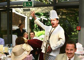 Opera on the Run – Singing Waiters | UK