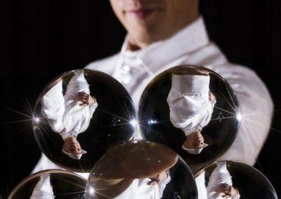 Thomas-contact-juggler3