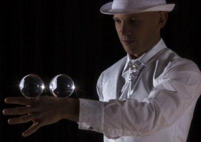 Thomas-contact-juggler5