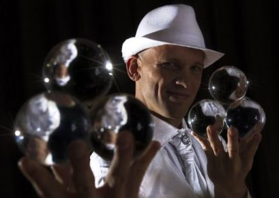 Thomas-contact-juggler6