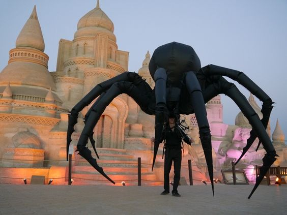 Booking act for giant spider