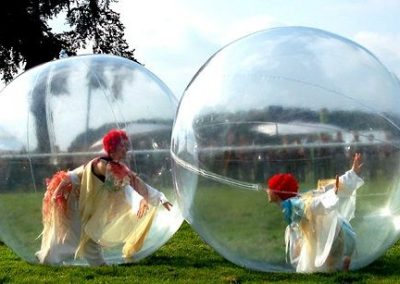 Bubble Performers: In A Bubble – France