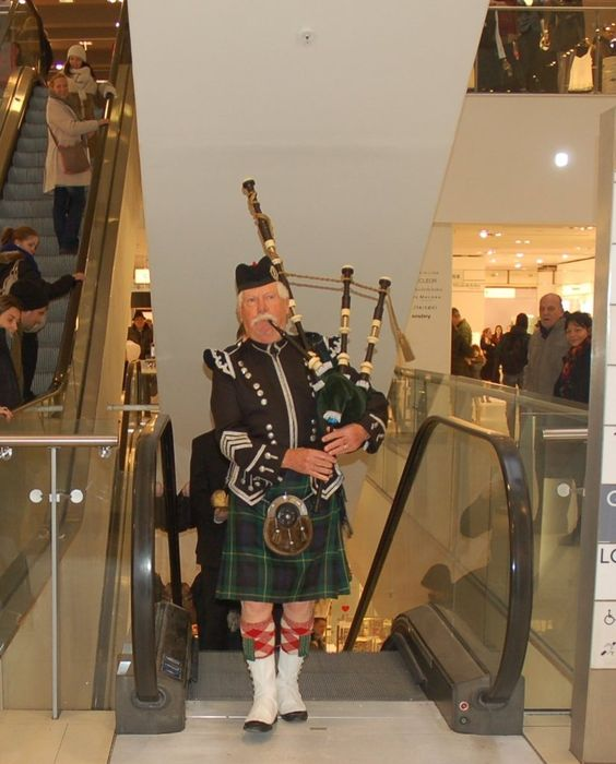 booking agent for willies bagpipers