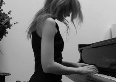 alice-t-pianist2