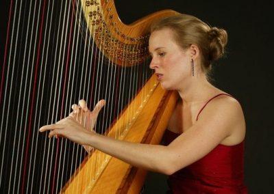 harriet-acoustic-harpist2
