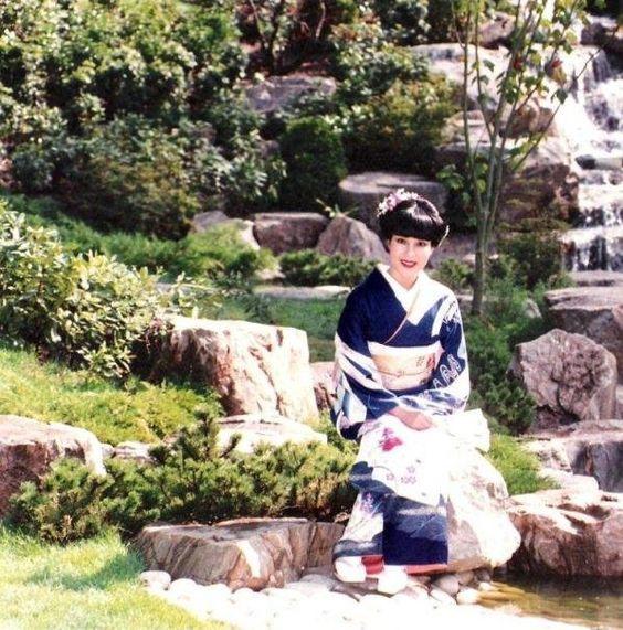 booking agent for kimono ladies
