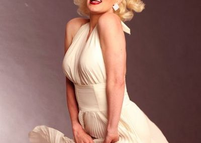 Marilyn Monroe Lookalike: Suzie – Int.