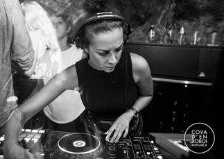 Maxine Hardcastle – House DJ | UK