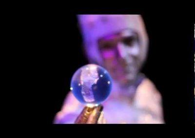 Moon: Calvos – Juggling Stilt Walkers | UK