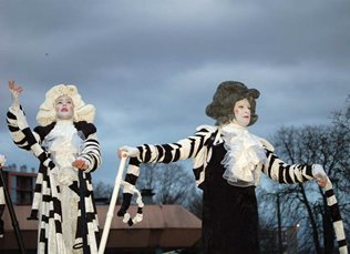 Musical Stilt Walking Act: Musical Notes – France