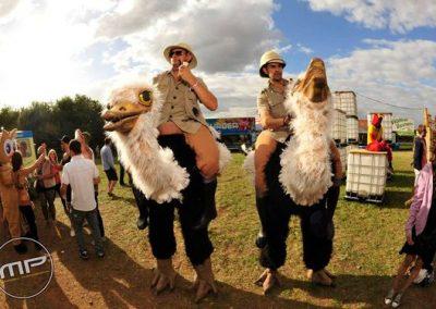 ostrich-jockeys-stiltwalking4