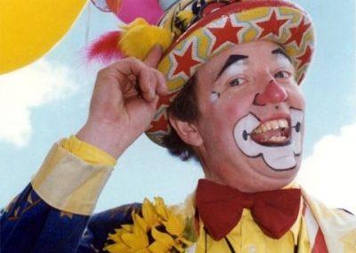Stilt Walking Clown: Professor Crump – Int.