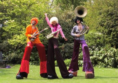 Stiltwalking Band: The Fab Bananas