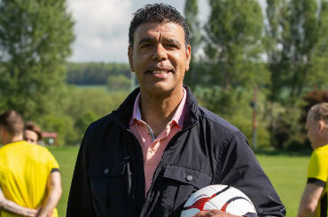 Booking Agent for Chris Kamara