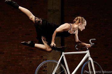 aerial bike performer alice